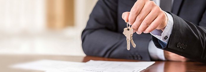 Real estate financing agent holding a set of keys